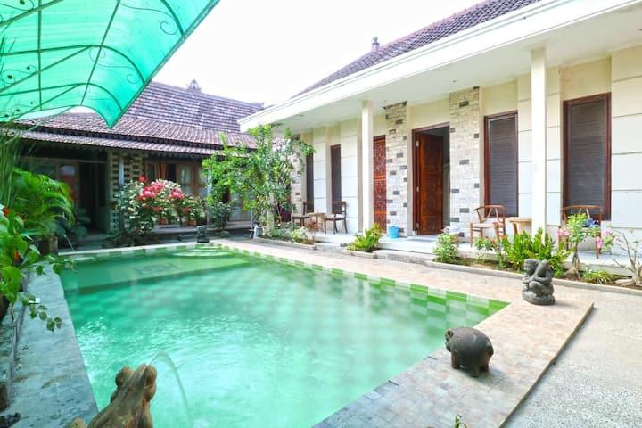 Nira Guest Houes Sanur Bali