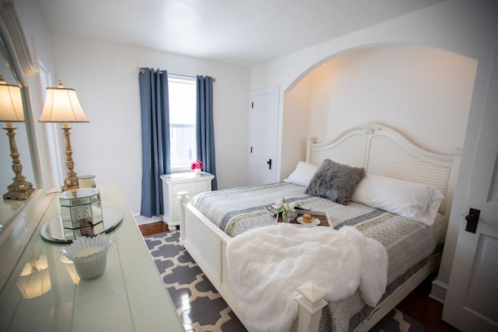 Charming Small Town Apartment w/King Bed