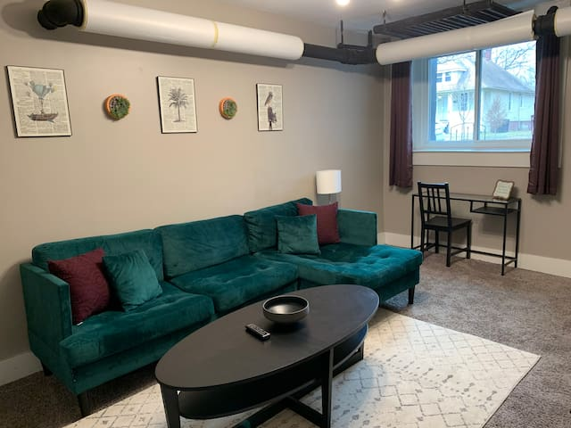 Emerald Apt - Walking Distance to Henry Ford Hosp