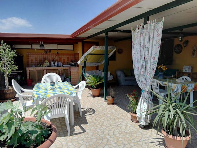 Jamaican room a 500 mt dal mare  - Avola