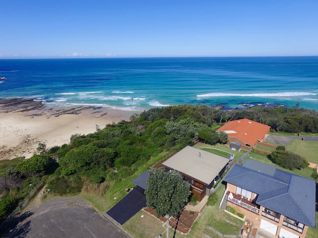 'POCKET LODGE' -COASTLINE POSITION WITH BIG VIEWS - Ulladulla - Rumah