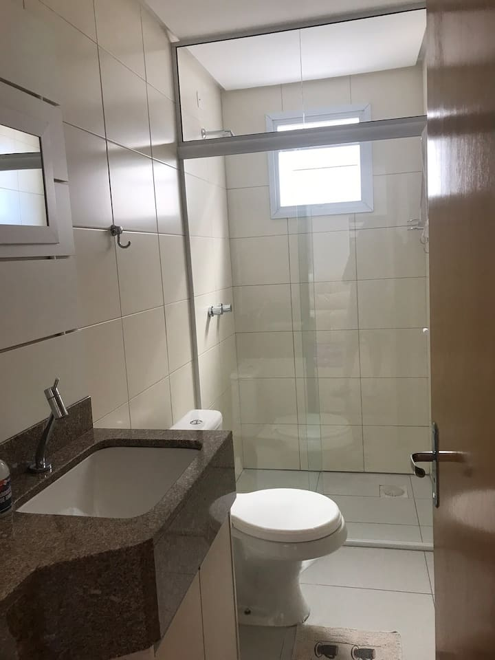 Suíte aconchegante com banheiro privativo