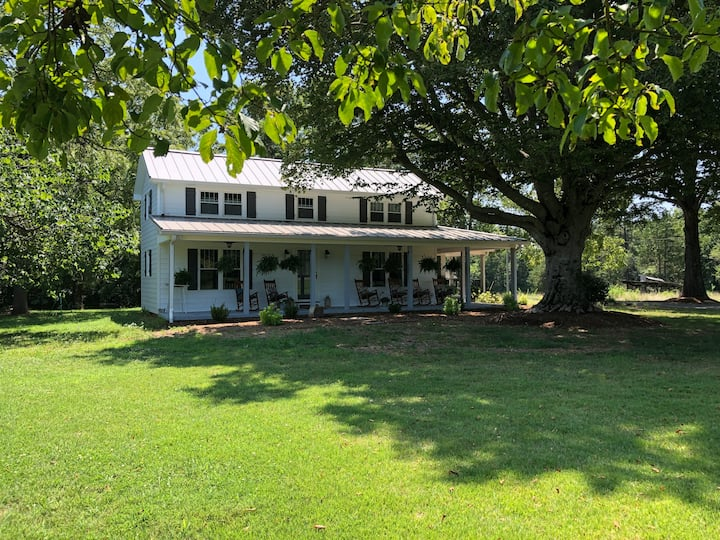 """""""The Homeplace"""" - Charming Farmhouse"""