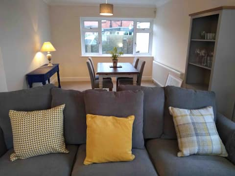 27A Modern 2-bedroom home with free parking