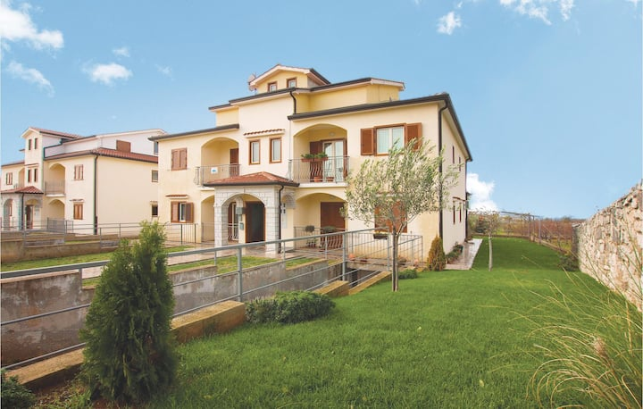 Nice home in Porec with WiFi and 2 Bedrooms