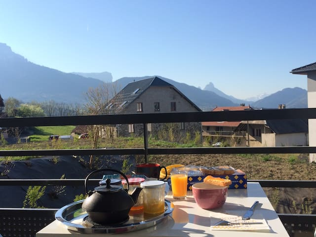Appartement agréable avec vue, proche d'Annecy - Les Ollières - Lägenhet