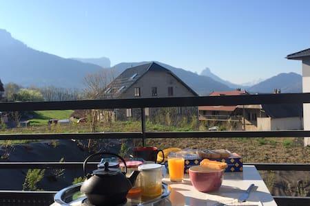 Appartement agréable avec vue, proche d'Annecy - Les Ollières