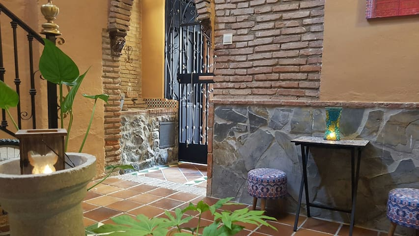 Precioso bajo,patio albaicinero - กรานาดา