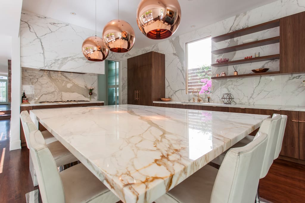 """NEW Gourmet Kitchen with Large Island """"Eat In"""" Kitchen with Seating for 8+ guests"""