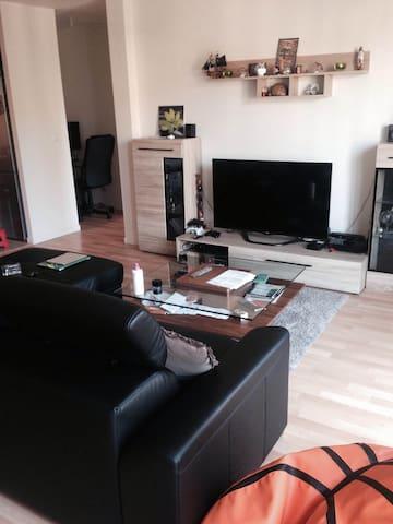 Joli appartement F2 avec balcon - Villeneuve-Saint-Georges - Byt