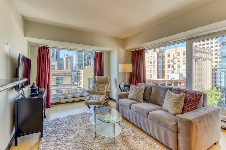 Bay view apartment w/shared hot tub and indoor pool - near Pike Place Mark