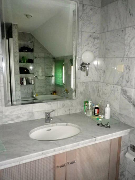 gemeinsames Badezimmer