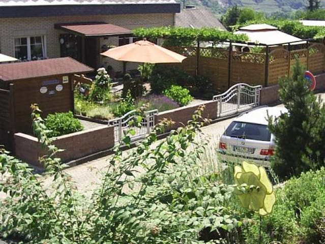 Villa Julia****Sterne - Kobern-Gondorf - Bed & Breakfast
