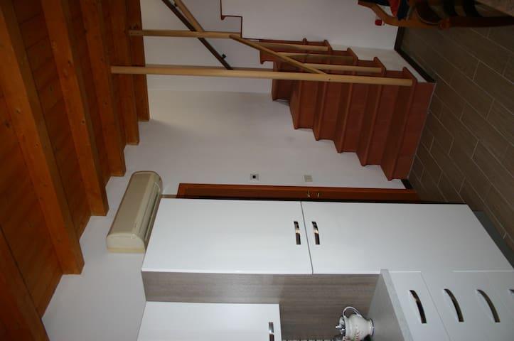 La scala in cotto che conduce alla camera da letto