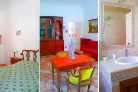 Intera Casa 70 m2 Centro Storico - Saludecio - 獨棟