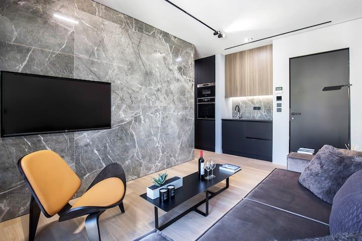 The Duke suite 403 (executive suite/hot tub)