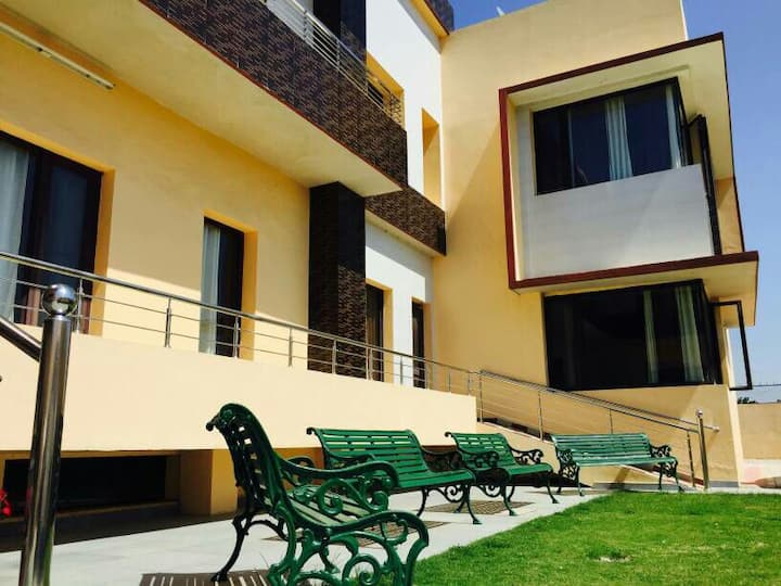 Big Villa-1 big Room -Double Occupancy INR 2000
