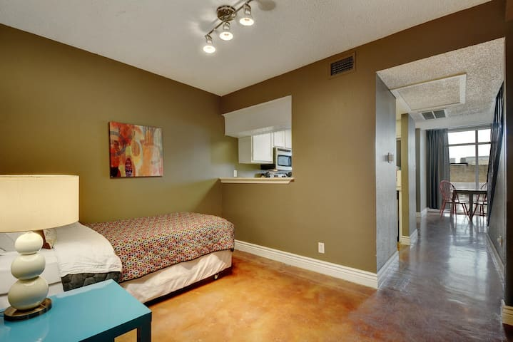 Entry Room with 1 twin bed