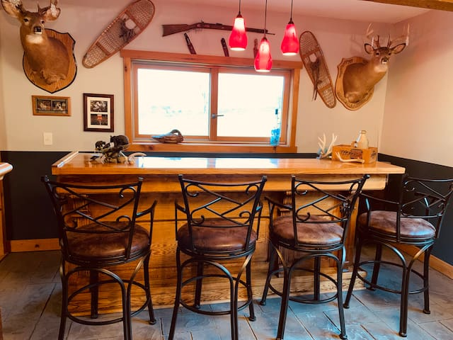 Cooperstown Dream Farmhouse, Wolf Suit sleeps 4!