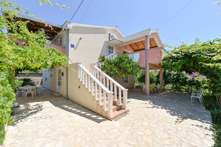 Most charming apartments on Iž(2)