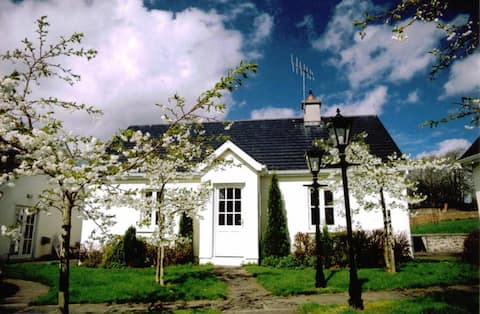 Traditional Style 2 Bedroom Country Cottage