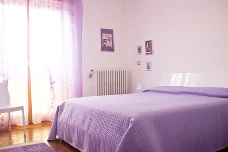 """Violet Room"" - BREAKFAST INCLUDED - Tirano"