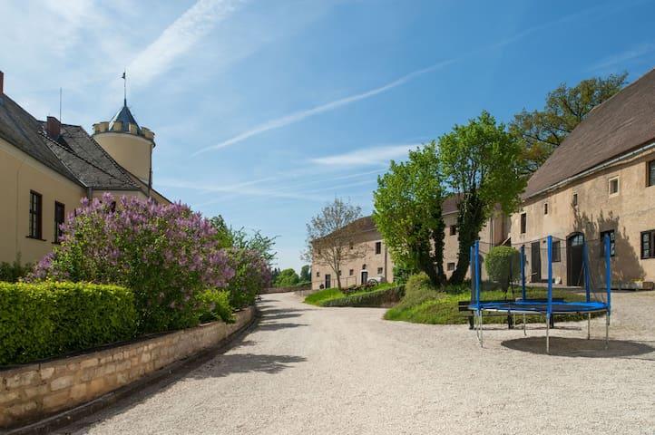 Schloss Möhren | Castle - Treuchtlingen - Linna