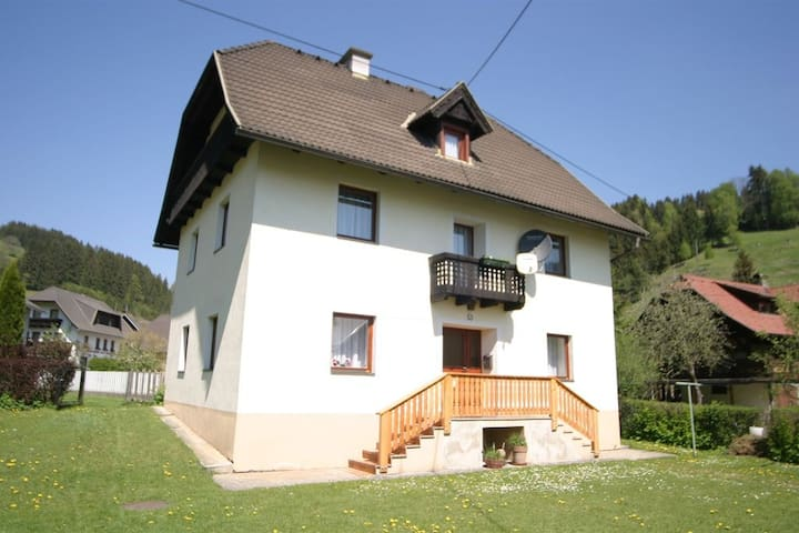 Quiet village location - Deutsch Griffen - House