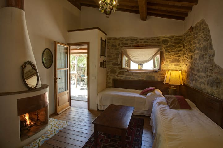 >Lovely Cottage near Cortona with pool