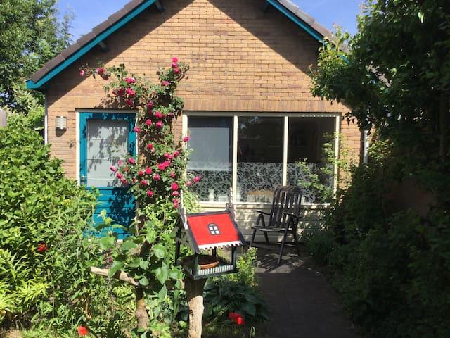Cottage: charmante besloten rustig - Egmond-Binnen - Blockhütte