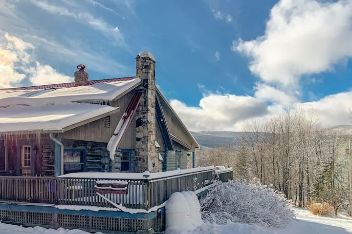 NEW LISTING! Ski-in/ski-out, family-friendly cabin w/ a full kitchen, fireplaces