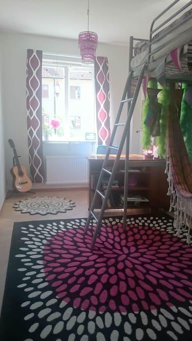 Lilla sovrummet med sovloft
