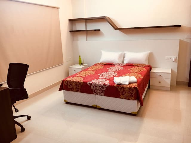 Contemporary, fully furnished room near MG Rd.