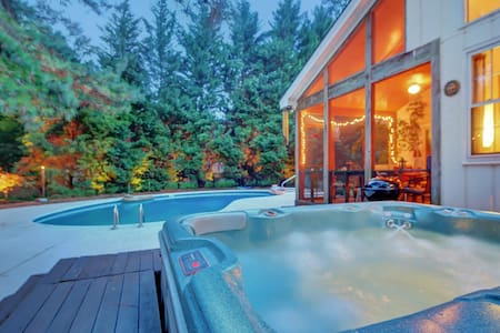 Peaceful Home with Saltwater Pool  - Raleigh - Casa