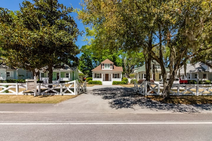Beautiful Hilton Head Island Cottages, Green