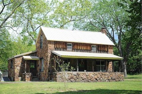 1895 Farmhouse Retreat