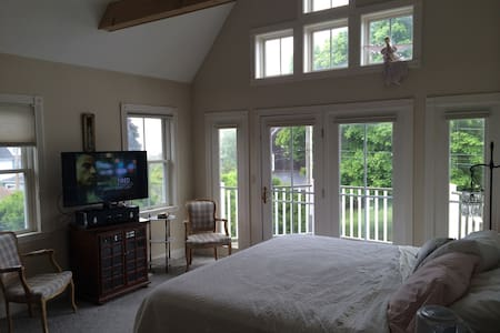 Walk to the Beach and Golf Course - Groton - Bed & Breakfast