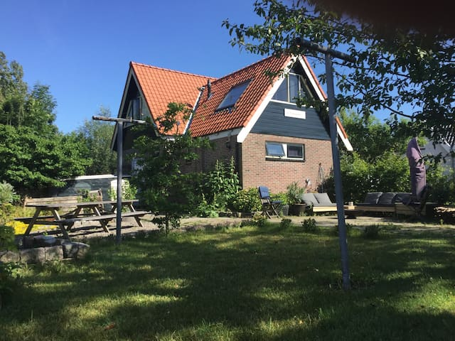 Family house; large garden and beach - Schagen