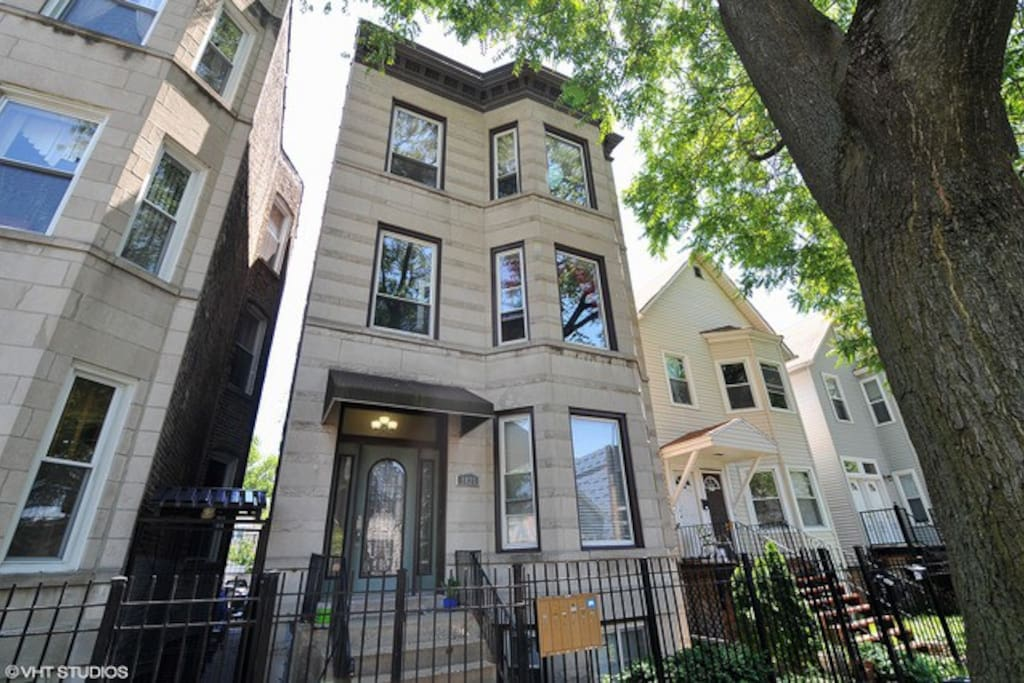 The top floor of a remodeled 1910 Chicago Greystone in the heart of the greatest neighborhoods of Chicago.