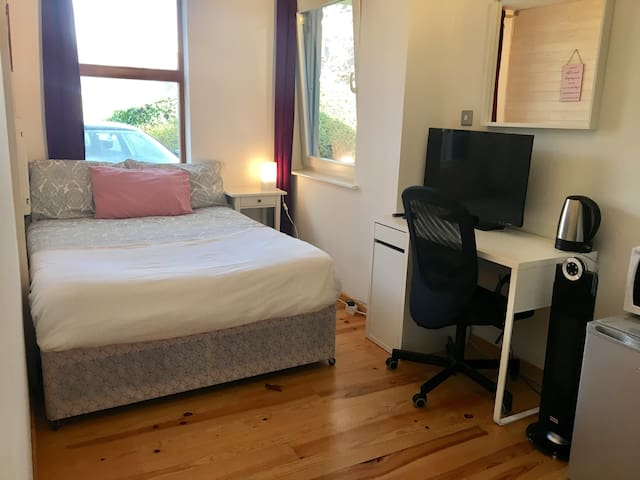 East London studio for short term stay.