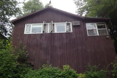 Two Bedroom Lake Front Cabin - Hinesburg - キャビン