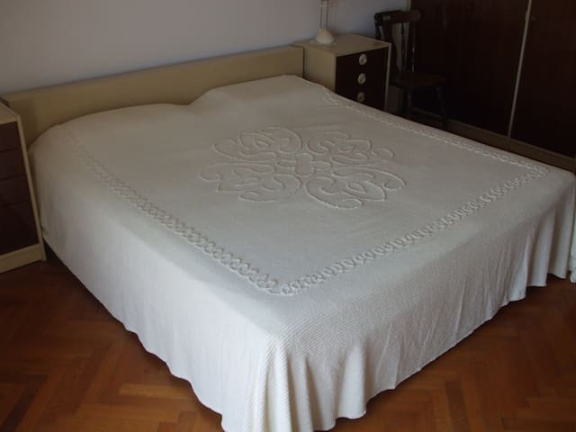 Huge bedroom with balcony & great view - Rijeka - Leilighet