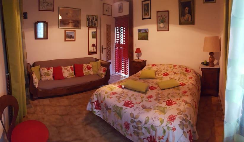 millau, st georges de luzençon:1 chambre+ dormeuse