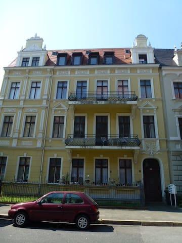 cosy flat; Gründerzeitwohnung mit Balkon - Görlitz - Apartemen