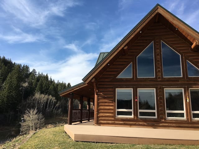 Scenic Mountain Cabin Bordering Nat'l Forest - Soda Springs