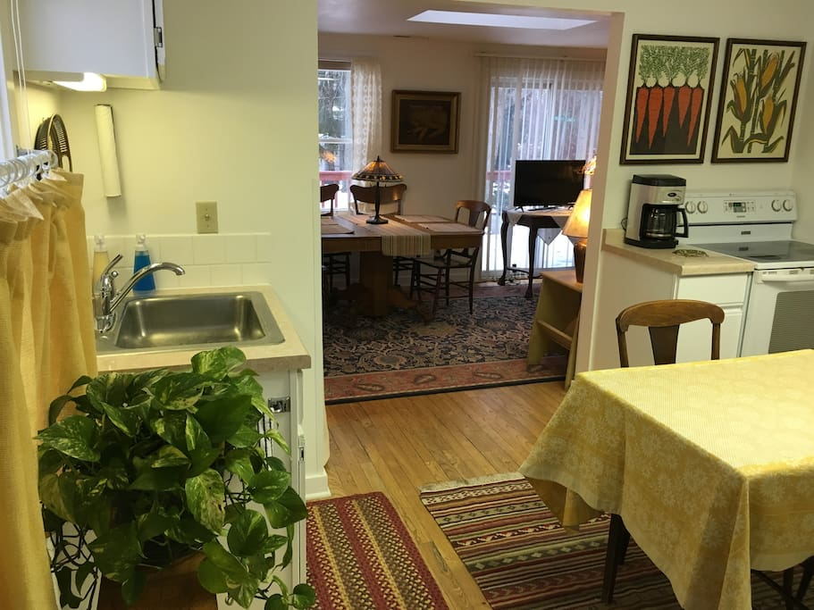 Breezy Point Cottage has full kitchen facilities.