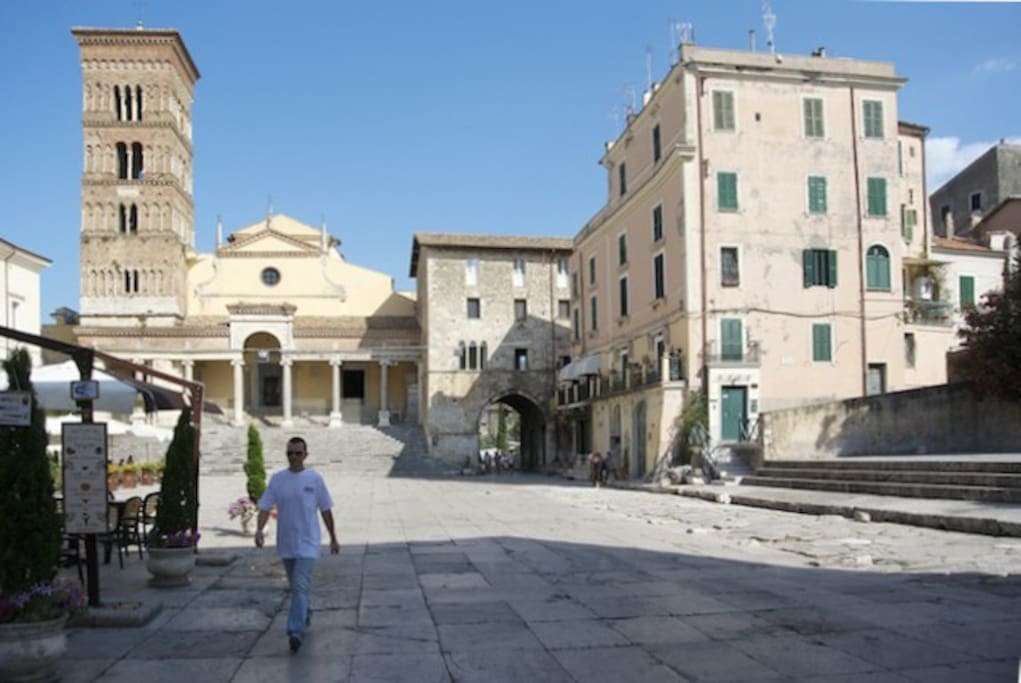 Palazzo Venditti visto dalla piazza