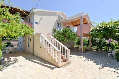 Most charming apartments on Iž(1)