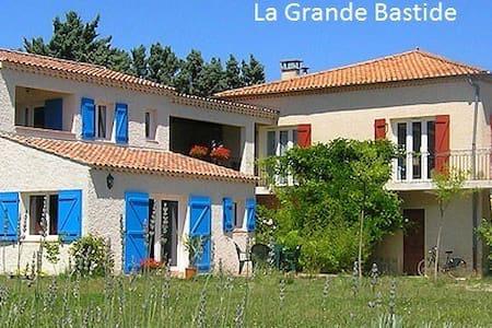 AIX EN PROVENCE CHAMBRE HOTES SYMPA - Aix-en-Provence - Dům pro hosty