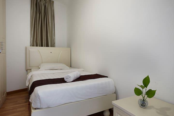 KLIA & KLIA2 Single Bed @ Sri Beverly Hills - Nilai - Apartment